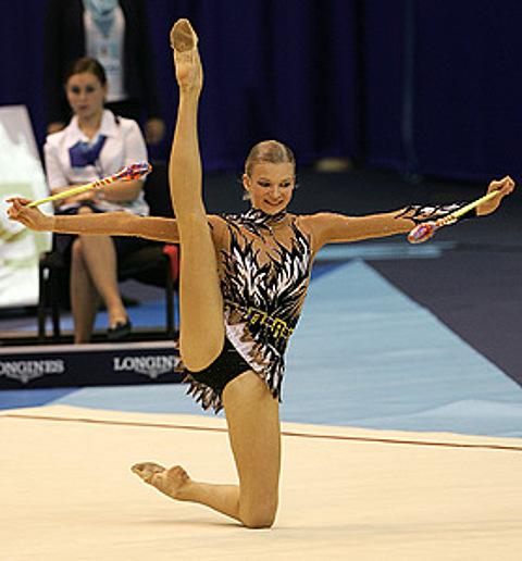 Я расположил фотографии о художественной гимнастике и10 сентября